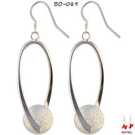 Boucles d'oreilles pendantes torsadées à boules argentées