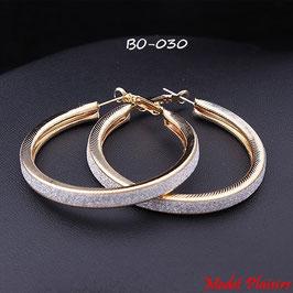 Boucles d'oreilles anneaux dorés ou argentés avec paillettes argentées