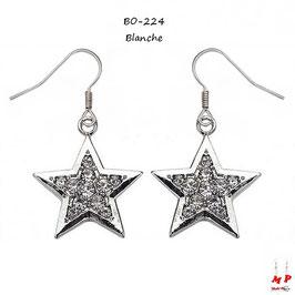 Boucles d'oreilles pendantes étoiles argentées serties de strass