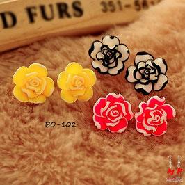 Boucles d'oreilles fleurs roses en résine