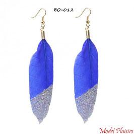 Boucles d'oreilles pendantes plumes bleues à paillettes argentées