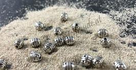 Perlen antiksilber geschnitzt