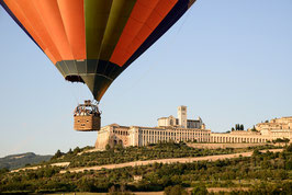 WEEKEND IN UMBRIA CON VOLO IN MONGOLFIERA PIU' NOTTE IN AGRITURISMO