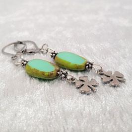 Ohrringe/Creolen aus böhmischen Glasperlen, Kleeblatt, grün