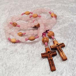 Rosenkranz aus Rosenquarz und Achat, Olivenholzkreuz mit Lochmuster