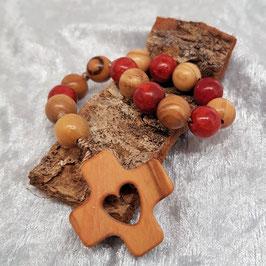 kleiner Rosenkranz mit 9 x Olivenholzperlen und 6 x Koralle, Olivenholzkreuz mit Herz - Einzelstück