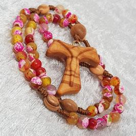 Rosenkranz aus facettierten Achatperlen, Olivenholzkreuz mit geschnitztem Korpus