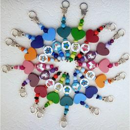Schlüsselanhänger aus farbigen Holzperlen