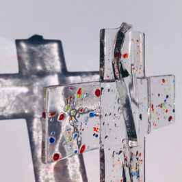 """Glaskreuz """"groß"""" ca 23 cm Höhe und 12 cm Breite zum aufhängen, handsigniert, Gewicht ca 260 Gramm."""