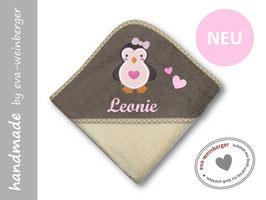 Kapuzenhandtuch • Name • Pinguin Geschenk Baby Taufe Geburt Musterfoto: beige/braun Pinguin rosa/pink Schleife rosa, Name rosa, Schriftart Script MT Bold