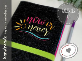 Kalender • now or never • Filz A6 Buchkalender GeschenkMusterfoto: anthrazit/mint/pink Gummi maigrün Stick pink/honig/zitro mint