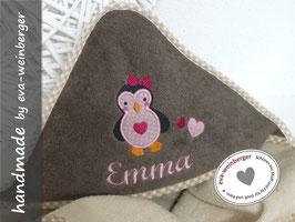 Kapuzenhandtuch • Name • Pinguin Geschenk Baby Taufe Geburt Musterfoto: beige/braun Pinguin rosa/pink Schleife pink Name Script MT Bold, rosa