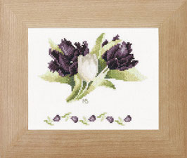Zwarte en witte tulpen