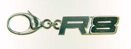 Silberner Schlüsselanhänger R 8 mit Karboneinlage