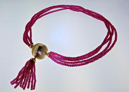 Goldkugel mit Rubinkette