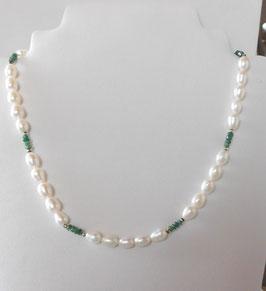 Zuchtperlen Kette  mit Smaragd - Freshwater pearl necklace with emerald