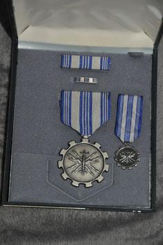 Air force Achievement medal in presentatiedoos. Jaren '60 uitvoering.