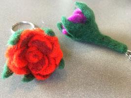 Schlüssel- Anhänger Rose Filz