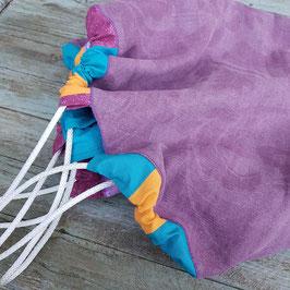 Tapisac violet avec bordure de différents cotons colorés