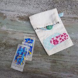 Pochette à pansements appliqué vert d'eau et rose