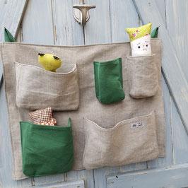 Panneau à poches  ou range-doudous en toile beige et verte
