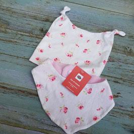 Ensemble bonnet bébé et cache-cou blanc imprimé roses