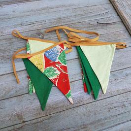 Guirlande de fanions tissu vintage rouge jaune et vert