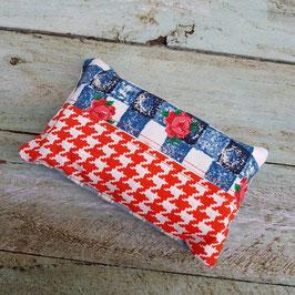 Pochette à mouchoir en tissu pied de poule rouge et carreaux bleus
