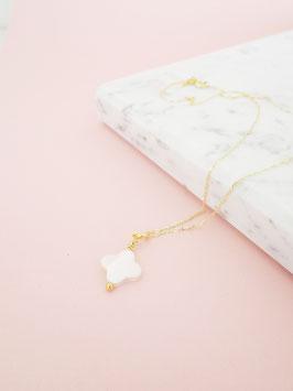 Halskette mit Kleeblatt