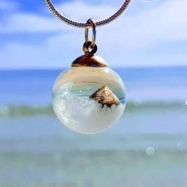 """Halskette mit Anhänger Kugel """"shelly beach"""""""