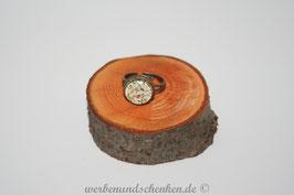 Ring in Altmessingoptik- Ranken mit Blüten