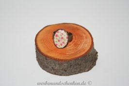 Ring in Altmessingoptik- oval- rosa Blüten