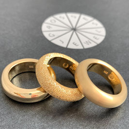 "Combine & Shine with our ring ring ""Loop"" in gold"