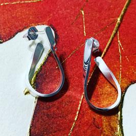 "Süßer Ohrhänger ""Hook mini"" aus recyceltem 925 Silber, vorne glanz / hinten matt"