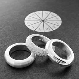 "Combine & Shine with our ring ring ""Loop"" in silver"
