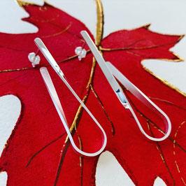 """Langer Ohrhänger """"Hook"""" aus recyceltem 925 Silber, vorne glanz / hinten matt"""