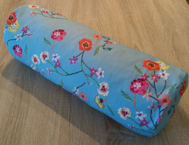 Zirben Nackenrolle blau-weiß gestreift mit Blumenmuster