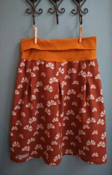 bequemer Sweatrock mit Kellerfalten Blumen auf Ocker