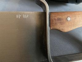 Geschwungener Klinge und Handschutz mit Holzgriff
