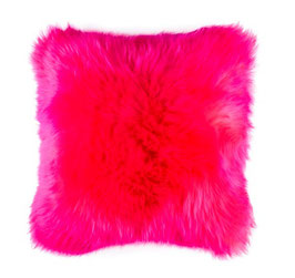 Coussin en fourrure naturelle de mouton teintée rose