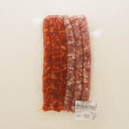 Assortiment de chipolatas et de saucisses piquantes