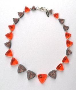 Halskette orange- anthrazit mit textilem Einschluss von Kupfergewebe