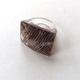 Unikatring mit Einschluss von textilem Gewebe, kupferbraun- silber changierend transparent , Rechteckform