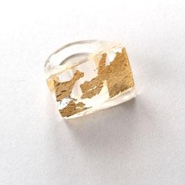Ring mit Goldmetalleinschluss in rechteckiger Form