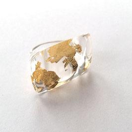 Ring mit Goldmetalleinschluss in Blütenform