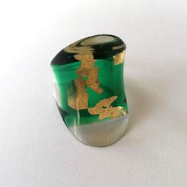 smaragdgrün- transparenter Ring mit Goldmetalleinschluss