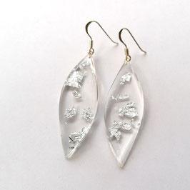 Ohrhänger in Blütenform transparent mit Silbermetalleinschluss