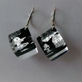 Ohrhänger in Würfelform schwarz mit Silbermetalleinschluss