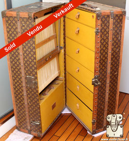 Wardrobe Louis Vuitton toile LV 1928