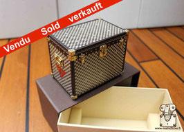 Presse papier mini malle à chapeau Louis Vuitton VIP